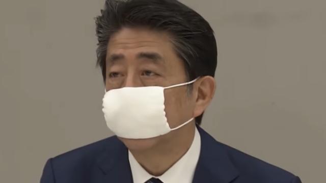安倍総理だけ布マスク