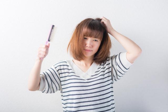 髪のうねりぱさつき